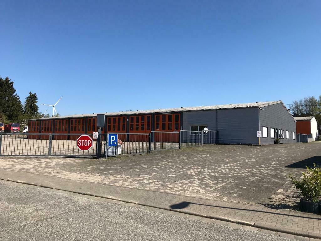 Fahrzeug- und Lagerhallen (ca. 3.000 m²) mit Freiflächen und Wohnhaus in 56288 Kastellaun